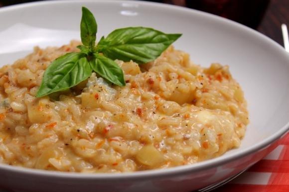 Risotto con melanzane, gorgonzola dolce e capuliato di pomodori secchi