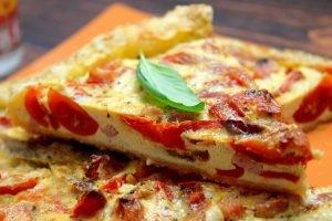 Torta salata con peperoni, ricotta e prosciutto cotto