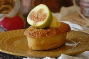 Crostatine di frangipane alle nocciole con fichi e crema alle mele