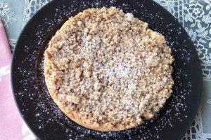 Sbriciolata integrale con farina di mais e confettura di ciliegie