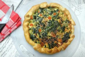 Torta salata con besciamella e verdure