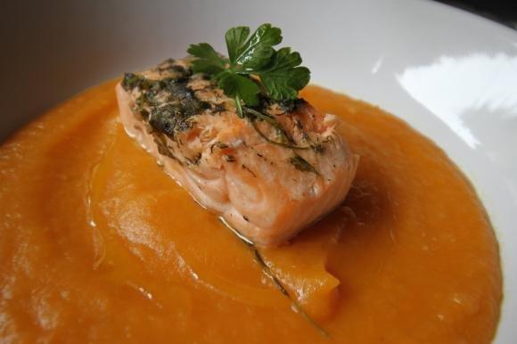 Salmone su vellutata di zucca e patate Bimby