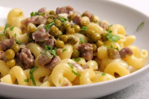 Cellentani con salsiccia, piselli e gorgonzola dolce