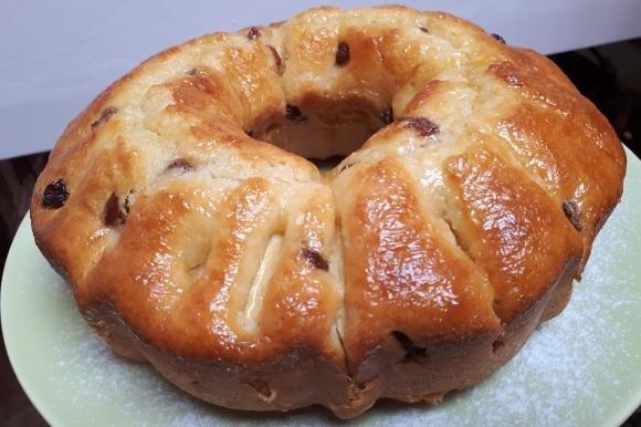Torta 8 vasetti con mele e uvetta aromatizzata all'arancia e cannella