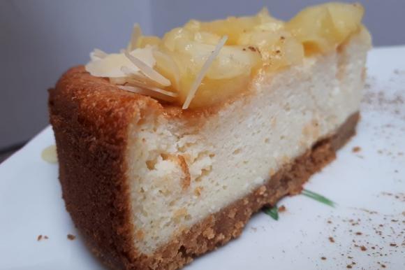 Cheesecake con mele e mandorle