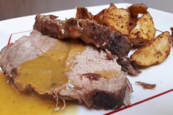 Lonza di maiale con salsa al miele e senape con patate al forno