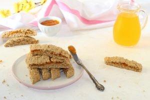 Biscotti integrali con marmellata di albicocche