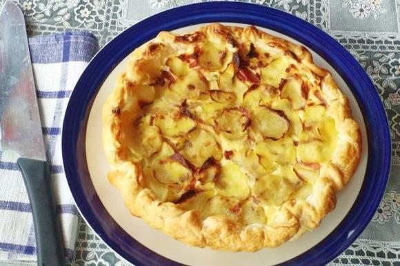Torta salata con patate e speck
