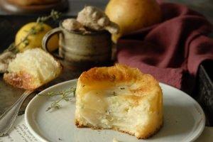 Torta invisibile pere, zenzero e limone al profumo di timo