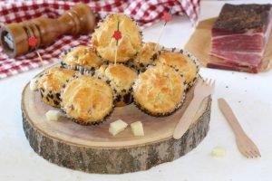 Muffin salati con speck ed asiago