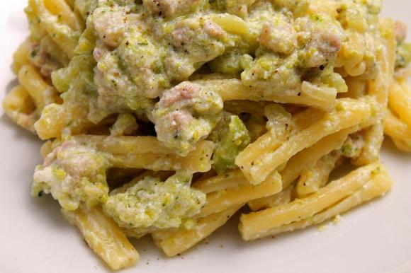 Casarecce con broccoletti, salsiccia e ricotta fresca