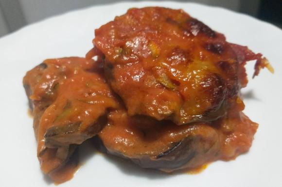 Parmigiana di melanzane vegetariana con zucchine
