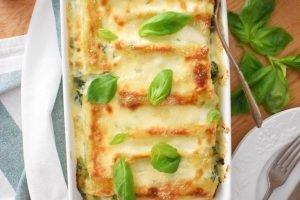 Cannelloni con ricotta, spinaci e pesto alla besciamella