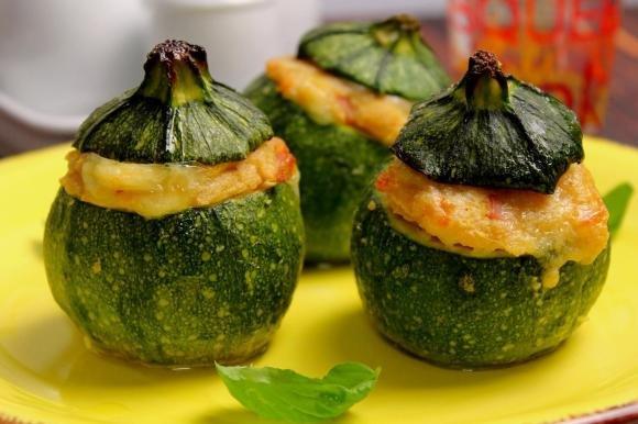 Zucchine tonde ripiene con prosciutto cotto ed Emmenthal