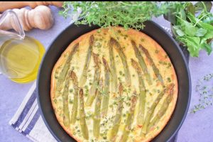 Farinata di ceci con asparagi e piselli