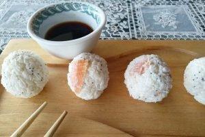 Polpettine di riso con salmone e philadelphia