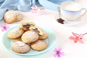Biscotti al pistacchio con cuore fondente