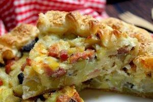 Torta salata con patate, funghi, mortadella e Emmenthal