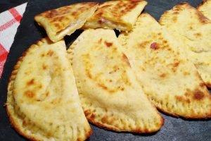 Mezzelune di patate con prosciutto cotto e scamorza
