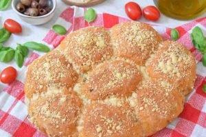 Panini con pomodori secchi e olive