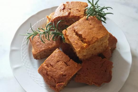 Torta al miele e rosmarino