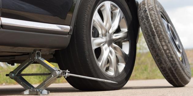 Come cambiare uno pneumatico