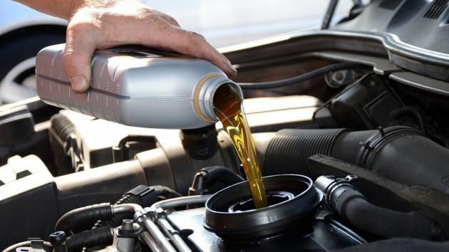 Come cambiare l'olio motore dell'auto