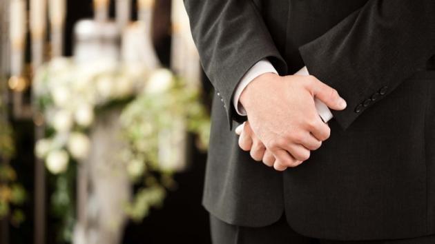 Come vestirsi ad un funerale: i must per l'uomo