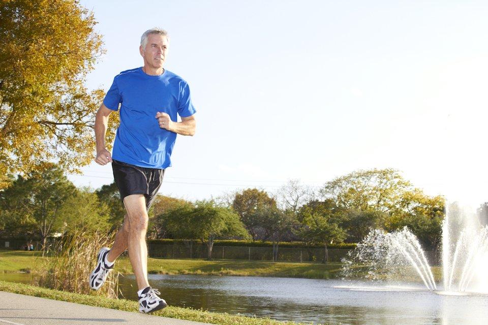 fa jogging a stomaco vuoto brucia grassi