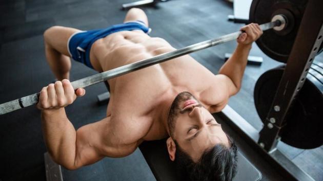Come allenare i pettorali alti e bassi rapidamente