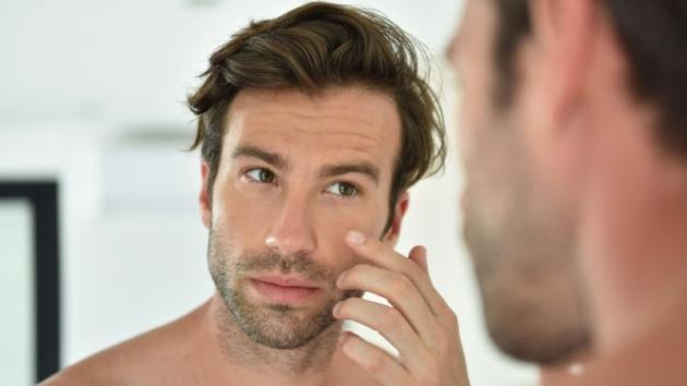 Pori dilatati sul viso: le cause ed i rimedi per l'uomo