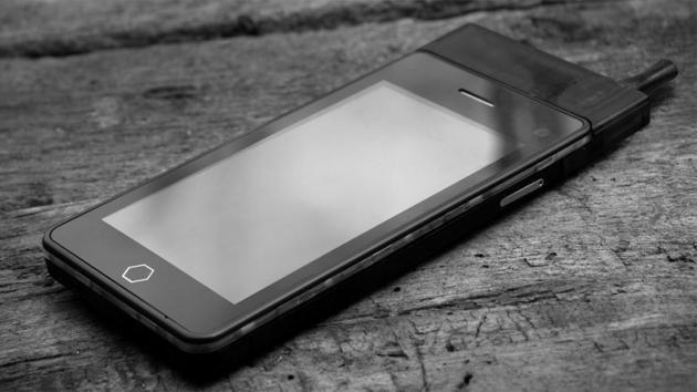Smartphone e sigaretta elettronica: ecco come fumare con il cellulare