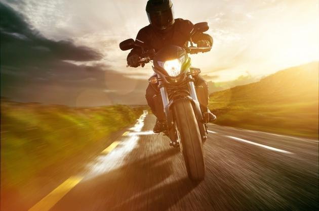 Come guidare una moto: i consigli per imparare
