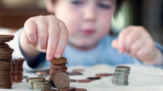 Come educare tuo figlio a dare un senso al denaro