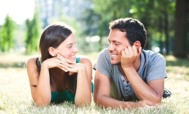 Fidanzarsi con la migliore amica: ecco perchè non dovresti mai farlo