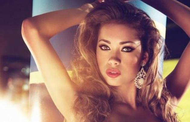Sandra Gomez: ecco le foto del suo calendario sexy 2016