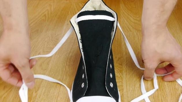 Allacciate ancora le scarpe con il fiocco? Ecco la tecnica più veloce e più semplice