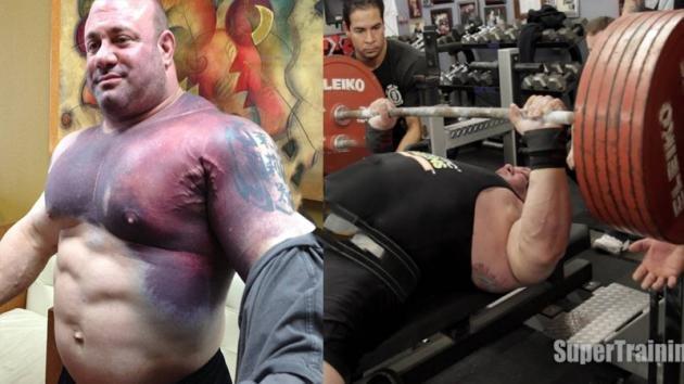 Un uomo si spinge oltre il limite e solleva 325 kg. I suoi muscoli, però, si strappano in diretta