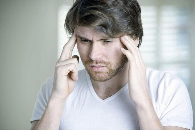 Come far passare il mal di testa: cosa fare e quali farmaci assumere