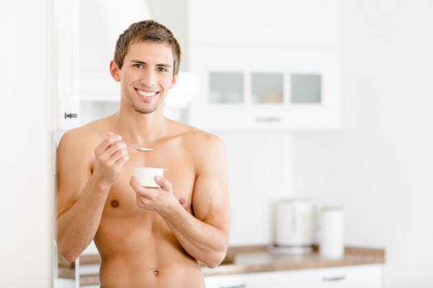 Come aumentare la massa muscolare: vantaggi dello yogurt proteico