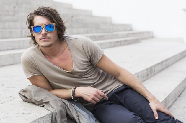 Capelli lunghi uomo: tagli e idee alla moda