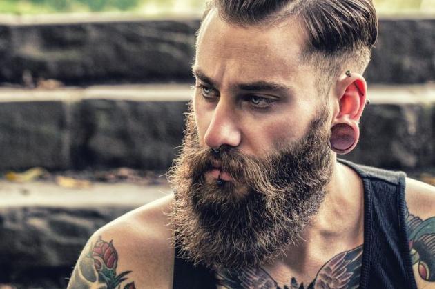 Piercing all'orecchio per uomo: come farlo, costo e consigli