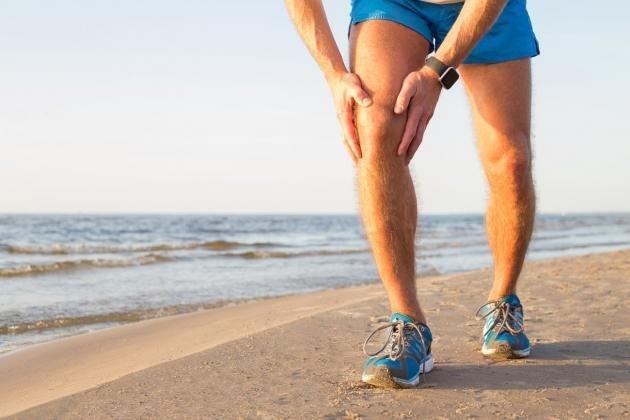 Dolore dietro al ginocchio: cause principali, cure e rimedi naturali