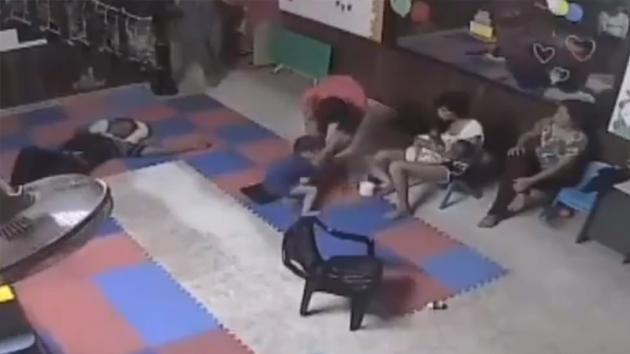 Padre ubriaco picchia il figlio: l'uomo non si aspettava una simile reazione degli altri familiari