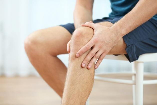 Dolore alle ginocchia: cause, come rimediare ed esercizi utili