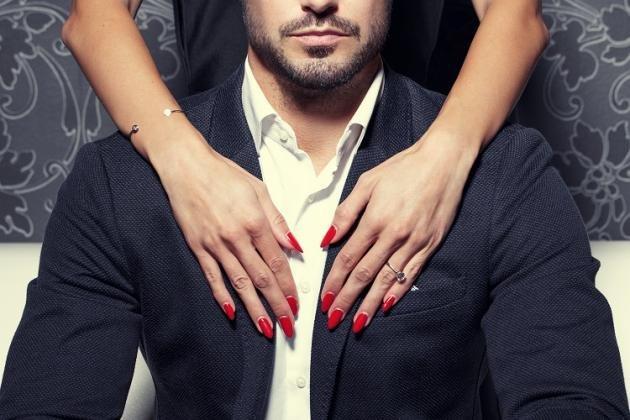 Linguaggio del corpo femminile: come capire se è innamorata di te