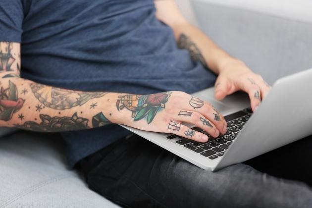 Tatuaggi sulle mani: simboli più belli e significato