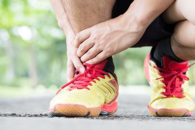 Tendine d'Achille infiammato: cause, rimedi per il dolore e come si cura