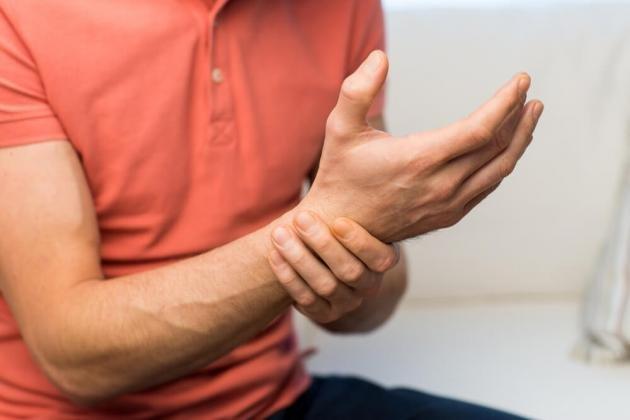 Come curare la tendinite al polso: cause e rimedi