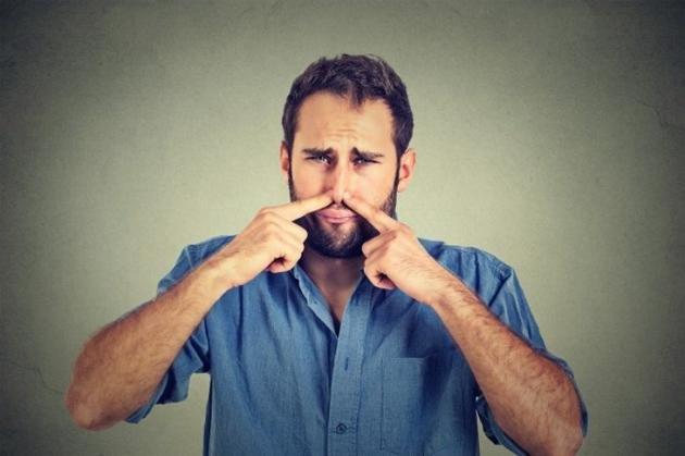 Urina maleodorante: causa, cura e rimedi naturali